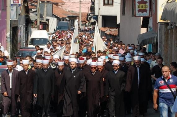 """U mbajt """"Marshimi në Haxhet"""" dhe duaja për shehitët 1_1347007577"""