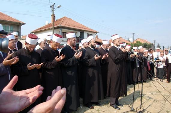 """U mbajt """"Marshimi në Haxhet"""" dhe duaja për shehitët 2_1347007608"""